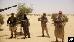 Membros do grupo rebelde Ansar Dine, no norte do Mali são aliados da AQMI nessa ameaça que paira por toda a Africa Ocidental