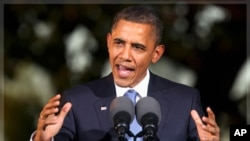 លោកប្រធានាធិបតីសហរដ្ឋអាមេរិក បារ៉ាក់ អូបាម៉ា (Barack Obama) ថ្លែងនៅក្នុងសិន្និសីទកាសែតនៅក្នុងការបិទបញ្ចប់កិច្ចប្រជុំ APEC នៅទីក្រុងហូណូលូលូ រដ្ឋហាវ៉ៃ កាលពីថ្ងៃទី១៣ ខែវិច្ឆិកា ឆ្នាំ ២០១១។