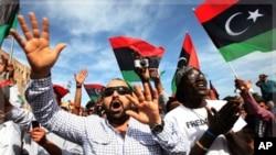 10月20号利比亚人在首都的黎波里庆祝卡扎菲被击毙