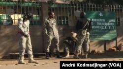 Des policiers tchadiens à N'Djamena, Tchad, 6 decembre 2016. VOA/André Kodmadjingar