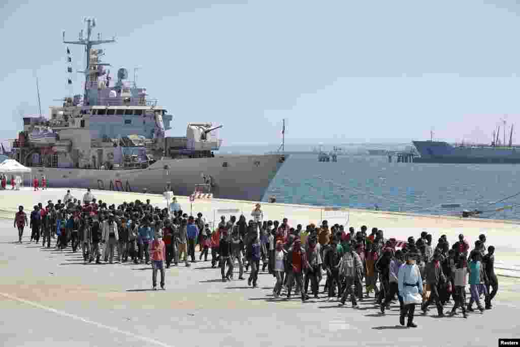 Migrants disembark from the Italian navy ship Vega in the Sicilian harbor of Augusta, southern Italy, May 4, 2015.