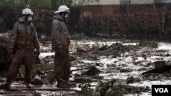 Un gigantesco embalse de lodo estalló en una planta de metales en Budapest, la capital Hungría.