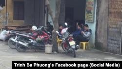 Một nhóm nhân viên an ninh theo dõi nơi ở của nhà hoạt động Trịnh Bá Phương, 27/2/2018