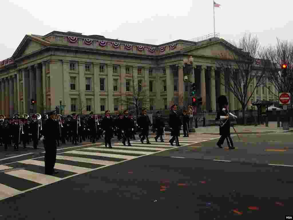游行队伍中的乐队仪仗队。