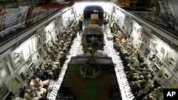 2013年1月24日,美國空軍運輸機從法國南部馬賽附近基地出發,向馬里運送法軍人員和裝備。