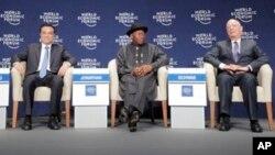 Firayim ministan China Li Keqiang, Shugaban Najeriya Goodluck Jonathan da Klaus Schwab.