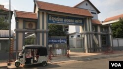 School closures across Cambodia have been in effect since March to contain the spread of the coronavirus, Siem Reap, Cambodia, Monday 9, 2020. (Hul Reaksmey/VOA Khmer)