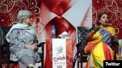 شبانہ اعظمی فیض میلے کے ایک سیشن کے دوان گفتگو کرتے ہوئے