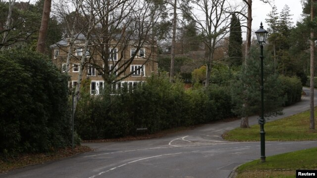 Granville Road on the St. George's Hill private estate, where Russian businessman Alexander Perepilichnyy collapsed Nov.10, is seen near Weybridge in Surrey, Nov. 28, 2012.