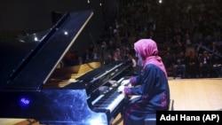 Palestian Pianist Yara Thabit