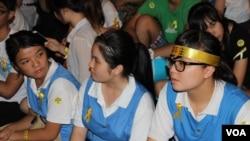 香港中学生首次自发罢课誓争真普选(美国之音海彦拍摄)