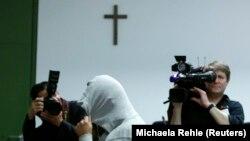 Almanya'da Suriye'ye cihatçıların yanına gittiği belirlenen ve IŞİD üyesi olmakla suçlanan bir genç (Ocak 2015)