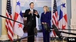 Varela y Clinton ofrecieron una breve conferencia de prensa a los medios en donde explicaron que la seguridad y los tratados comerciales son las prioridades de ambos gobiernos.