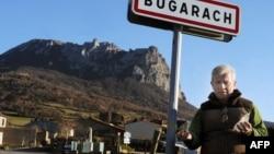 Мэр деревни Жан-Пьер Делор у горы Бюгараш. 14 декабря 2010 г.