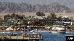 Nền kinh tế Ai Cập đã bị suy sụp vì tình hình chính trị bất định và sự sút giảm trong ngành du lịch, một lĩnh vực quan trọng trong nền kinh tế Ai Cập