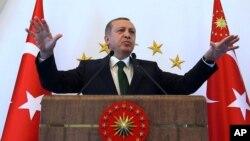 Presiden Turki Recep Tayyip Erdogan mendesak dunia agar menghormati kemenangan partai AKP (foto: dok).