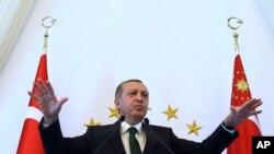 Le président de la Turquie Recep Tayyip Erdogan s'adresse aux populations habitant dans l'est de la Turquie, à Ankara, Tuesday, le 20 octobre 2015.