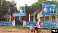 The Cambodian People's Party office in Chantrey commune is in the same compound as the commune hall and police station, both of which are state buildings, Feb. 14, 2018. (Sun Narin/VOA Khmer)