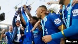 Les joueurs de Leicester célèbre leur sacre de champion de Premier League