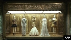 На выставке Александра Маккуина в Метрополитен-музее