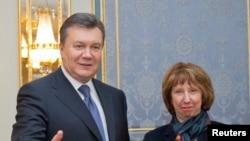 Tổng thống Ukraina Viktor Yanukovich gặp Trưởng ban chính sách đối ngoại của Liên hiệp Âu châu, bà Catherine Ashton tại Kyiv, ngày 10/12/2013.