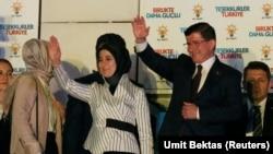 Başbakan Ahmet Davutoğlu balkon konuşmasını yaparken