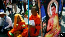The demonstration ended at 11 am, after Buddhist officials promised to push the government to quicken its investigation.