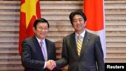Chủ tịch Việt Nam Trương Tấn Sang và Thủ tướng Nhật Shinzo Abe tại Tokyo, tháng 3/2014.