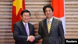 Chủ tịch nước Việt Nam Trương Tấn Sang và Thủ tướng Nhật Bản Shinzo Abe tại Tokyo, ngày 18/3/2014.