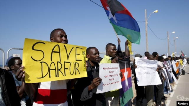 Demonstrators, most from Sudan and its Darfur region, hold placards as they protest in front of the American Embassy in Tel Aviv against human rights violations, Feb. 3, 2016.
