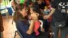 Người phụ nữ Miami làm giám hộ cho 1.000 trẻ em di dân