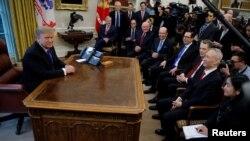 特朗普在白宮會見中國貿易代表團(2019年2月22日)