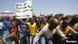 Striking platinum miners march near the Anglo-American Platinum mine near Rustenburg in South Africa's North West Province, October 5, 2012.
