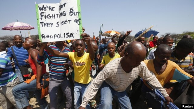 Striking platinum miners march near the Anglo American Platinum (AMPLATS) mine near Rustenburg in South Africa's North West Province, October 5, 2012.
