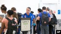 El departamento de Seguridad Nacional anunciará con al menos 120 días de anticipación cuándo se implementarán cambios en los requisitos para viajar, por ahora siguen aceptando las licencias de conducir.