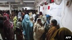 Pakistanın Lahor şəhərində fabrik binası uçub (Yenilənib)