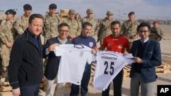 هیات فدراسیون فوتبال افغانستان در دیدار با دیوید کامرون صدراعظم و مایکل اوون سفیر اتحادیۀ فوتبال انگلستان