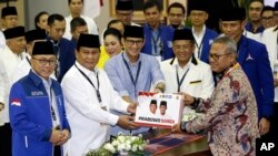 Prabowo Subianto dan Sandiaga Uno disertai partai-partai pendukungnya melakukan pendaftaran sebagai pasangan Capres-Cawapres ke kantor KPU, Jakarta 10 Agustus lalu.