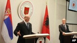 Ministar spoljnih poslova Srbije Ivan Mrkić na zajedničkoj konferenciji za novinare sa albanskim kolegom Edmondom Panaritijem u Tirani, 23. oktobra 2012.