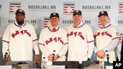 올해 야구 '명예의 전당'에 이름을 올린 4명의 선수들이 25일 미국 뉴욕에서 기자회견을 가졌다. 왼쪽부터 블라디미르 게레로, 트레버 호프먼, 치퍼 존스, 짐 토미.