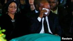 Unidos em lágrimas. Graça Machel e Jacob Zuma