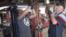 자신이 소유한 사업체 두곳중 하나인 버지니아주 샬롯츠빌의 자동차 정비소에서 작업하고 있는 야샤 이스마일로프(오른쪽).