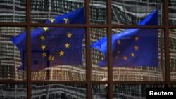 Các cuộc thăm dò ý kiến mới đây cho thấy phân nửa cử tri Hà Lan muốn chính phủ tổ chức một cuộc trưng cầu dân ý về vấn đề rời khỏi Liên hiệp Âu châu.