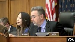 美国国会众议院外交委员会亚太小组委员会主席邵建隆主持有关中国人权问题的听证会。(2016年1月12日)
