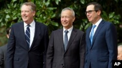 Торговый представитель США Роберт Лайтхайзер, вице-премьер Госсовета КНР Лю Хэ и министр финансов США Стивен Мнучин (архивное фото)