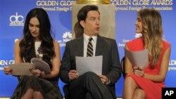 Pembawa acara Ed Helms(tengah) bersama Jessica Alba (kanan) dan Megan Fox tengah bersiap mengumumkan peraih nominasi penghargaan Golden Globe ke-70 di Beverly Hills, California (13/12).