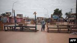 """Dans le quartier à majorité musulmane PK5 de Bangui, au lendemain d'une opération militaire menée par la force de maintien de la paix de l'ONU contre des groupes d '""""autodéfense"""", le 9 avril 2018."""
