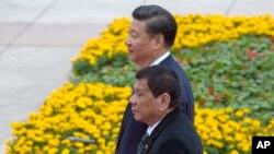 Tổng thống Philippines Rodrigo Duterte gặp Chủ tịch Trung Quốc Tập Cận Bình tại Bắc Kinh.