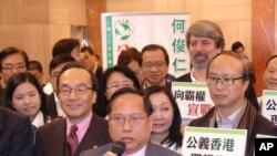 代表香港泛民主派参选特首的民主党主席何俊人2月14日报名参选