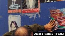 Arxiv fotosu - Parlament seçkiləri 2010, namizədlərin seçki posterləri, 5 noyabr 2010